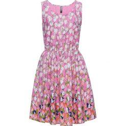 Sukienka bonprix pastelowy jasnoróżowy z nadrukiem. Niebieskie sukienki pastelowe marki DOMYOS, z elastanu, street, z okrągłym kołnierzem. Za 49,99 zł.