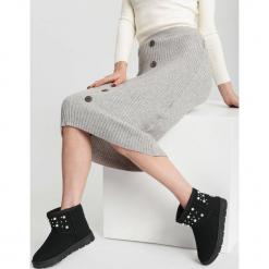 Czarne Śniegowce Equitable. Czarne buty zimowe damskie other, z materiału, z okrągłym noskiem, na platformie. Za 89,99 zł.