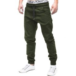 SPODNIE MĘSKIE JOGGERY P205 - ZIELONE. Zielone joggery męskie Ombre Clothing, z materiału. Za 79,00 zł.