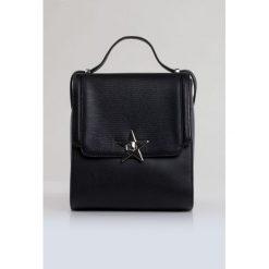 Torebka w stylu glamour. Szare torebki klasyczne damskie marki Monnari, ze skóry, małe. Za 99,50 zł.