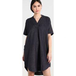 Sukienki hiszpanki: And Less MOONSTONE Sukienka letnia deep well
