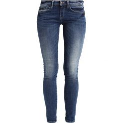 Denham SHARP Jeans Skinny Fit dark blue. Niebieskie boyfriendy damskie Denham. W wyprzedaży za 535,20 zł.