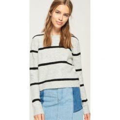Sweter w paski - Jasny szar. Szare swetry klasyczne damskie Sinsay, l. Za 59,99 zł.