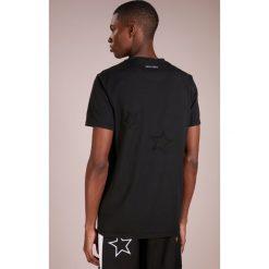T-shirty męskie z nadrukiem: The Editor STAR STITCH TEE Tshirt z nadrukiem black