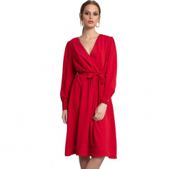 Sukienka w kolorze czerwonym. Czerwone długie sukienki marki Almatrichi, s, z długim rękawem, proste. W wyprzedaży za 209,95 zł.