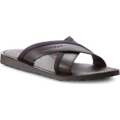 Klapki męskie: Klapki TOMMY HILFIGER - Casual Leather Cross Sandal FM0FM01531 Coffee Bean 212