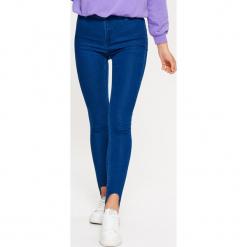 Jeansy HIGH WAIST - Niebieski. Niebieskie spodnie z wysokim stanem Cropp, z jeansu. W wyprzedaży za 39,99 zł.