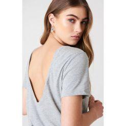 NA-KD Basic T-shirt z odkrytymi plecami - Grey. Różowe t-shirty damskie marki NA-KD Basic, z bawełny. Za 52,95 zł.