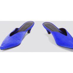 Chodaki damskie: NA-KD Shoes Klapki z noskiem w szpic na niskim obcasie - Blue