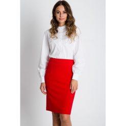Klasyczna ołówkowa spódnica w kolorze czerwonym BIALCON. Czerwone minispódniczki BIALCON, biznesowe, koszulowe. W wyprzedaży za 111,00 zł.