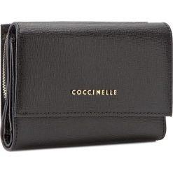 Duży Portfel Damski COCCINELLE - AW1 Metallic Saffiano E2 AW1 11 66 01 Noir 001. Czarne portfele damskie marki Coccinelle. W wyprzedaży za 419,00 zł.