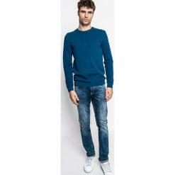 Medicine - Sweter Graphic Monochrome. Szare swetry klasyczne męskie MEDICINE, m, z bawełny, z okrągłym kołnierzem. W wyprzedaży za 99,90 zł.