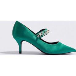 Buty ślubne damskie: NA-KD Shoes Satynowe czółenka ze zdobionym paskiem - Green
