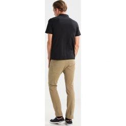 Chinosy męskie: DOCKERS Spodnie materiałowe new british khaki
