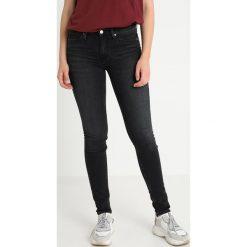 Calvin Klein Jeans CKJ 011 MID RISE SKINNY  Jeans Skinny Fit stockholm black. Czarne jeansy damskie relaxed fit Calvin Klein Jeans, z bawełny. Za 449,00 zł.