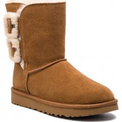 Buty UGG - W Bailey Fluff Buckle 1104183 W/Che. Szare buty zimowe damskie marki Ugg, z materiału, z okrągłym noskiem. Za 989,00 zł.