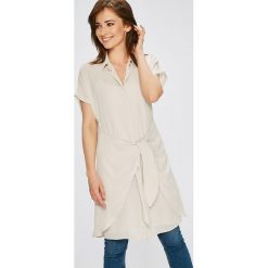 Pepe Jeans - Sukienka Malu. Szare sukienki mini Pepe Jeans, na co dzień, l, z jeansu, casualowe, z krótkim rękawem. W wyprzedaży za 259,90 zł.