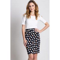 Elegancka ołówkowa spódnica w grochy  BIALCON. Szare minispódniczki marki BIALCON, w grochy, biznesowe, koszulowe. W wyprzedaży za 125,00 zł.