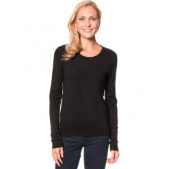 Sweter w kolorze czarnym. Czarne swetry klasyczne damskie marki William de Faye, z kaszmiru, z okrągłym kołnierzem. W wyprzedaży za 90,95 zł.