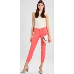 Rurki damskie: Wrangler CROP Jeans Skinny Fit coral