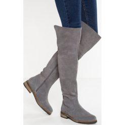 Pier One Muszkieterki lavagna. Szare buty zimowe damskie marki Pier One, z materiału. W wyprzedaży za 279,95 zł.