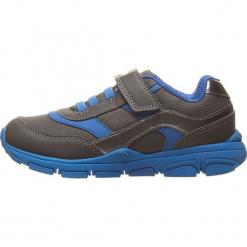 Sneakersy w kolorze szaro-niebieskim. Niebieskie trampki chłopięce marki geox kids, z gumy. W wyprzedaży za 117,95 zł.