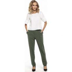 Eleganckie Zielone Spodnie Dzianinowe w Kant. Zielone spodnie dresowe damskie marki Molly.pl, na lato, l, z dresówki. Za 139,90 zł.