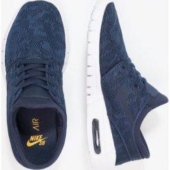 Nike SB STEFAN JANOSKI MAX Tenisówki i Trampki obsidian/mineral gold. Niebieskie trampki męskie Nike SB, z materiału. W wyprzedaży za 399,20 zł.
