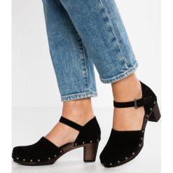 Softclox VALENTINA Czółenka na platformie schwarz. Czarne buty ślubne damskie marki L'INTERVALLE, z materiału. Za 669,00 zł.