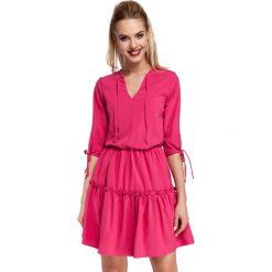 Różowa Sukienka w Stylu Boho. Czerwone sukienki boho Molly.pl, na co dzień, l, w jednolite wzory, z tkaniny, z dekoltem w serek, oversize. Za 139,90 zł.