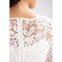Swing Sukienka koktajlowa cremeweiß. Białe sukienki koktajlowe marki Swing, z materiału. W wyprzedaży za 382,85 zł.