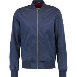 Tommy Jeans ESSENTIAL STRAIGHT Kurtka Bomber black iris. Niebieskie kurtki męskie bomber marki Reserved, l, z elastanu. W wyprzedaży za 359,40 zł.