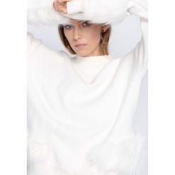 Biały Sweter Counting Stars. Białe swetry klasyczne damskie Born2be, l, ze stójką. Za 109,99 zł.