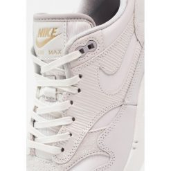 Trampki damskie slip on: Nike Sportswear AIR MAX 1 PRM Tenisówki i Trampki vast grey/atmosphere