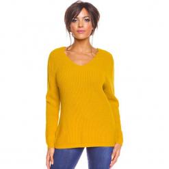 """Sweter """"Carmen"""" w kolorze musztardowym. Niebieskie swetry klasyczne damskie marki bonprix, na lato, w kwiaty, z asymetrycznym kołnierzem. W wyprzedaży za 173,95 zł."""