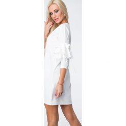 Sukienka z falbanami na rękawach kremowa 1685. Białe sukienki Fasardi, l. Za 59,00 zł.