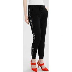 Liu Jo Jeans MILENA Spodnie treningowe black. Czarne bryczesy damskie Liu Jo Jeans, l, z dresówki. W wyprzedaży za 413,10 zł.