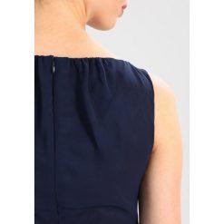 Swing Sukienka letnia navy. Niebieskie sukienki letnie marki Swing, z materiału. W wyprzedaży za 407,20 zł.