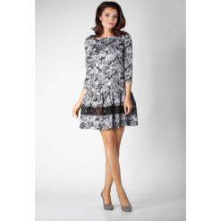 Kwiatowa Wizytowa Sukienka z Obniżonym Stanem z Koronką. Szare sukienki koktajlowe marki Molly.pl, na co dzień, l, w koronkowe wzory, z koronki, z falbankami, oversize. W wyprzedaży za 116,16 zł.