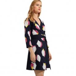 Sukienka w kolorze granatowym. Niebieskie sukienki na komunię marki Almatrichi, midi, proste. W wyprzedaży za 159,95 zł.