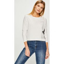 Calvin Klein Jeans - Bluzka. Szare bluzki z odkrytymi ramionami Calvin Klein Jeans, l, z nadrukiem, z bawełny, z okrągłym kołnierzem. Za 229,90 zł.