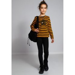 Miodowy Sweter w Paski NDZ36039. Szare swetry dziewczęce marki Fasardi. Za 59,00 zł.