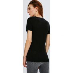 Guess Jeans - Top. Szare topy damskie marki Guess Jeans, na co dzień, l, z aplikacjami, z bawełny, casualowe, z okrągłym kołnierzem, mini, dopasowane. Za 229,90 zł.