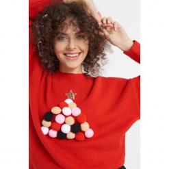Sweter z aplikacją z pomponów. Czerwone swetry klasyczne damskie Orsay, xs, z dzianiny, z okrągłym kołnierzem. Za 119,99 zł.