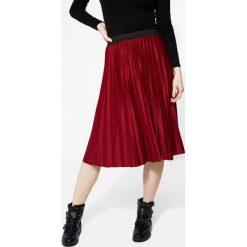 Czerwona Spódnica Contradictions. Zielone spódniczki plisowane damskie marki other, l, prążkowane. Za 59,99 zł.