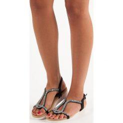 JAYDEN wygodne płaskie sandały czarne. Czarne sandały damskie marki SDS, na płaskiej podeszwie. Za 58,90 zł.