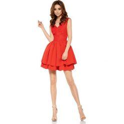 Czerwona Wieczorowa Sukienka z Koronką z Rozkloszowanym Dołem. Czerwone sukienki balowe Molly.pl, l, w jednolite wzory, z koronki, z dekoltem na plecach, na ramiączkach, rozkloszowane. Za 219,90 zł.
