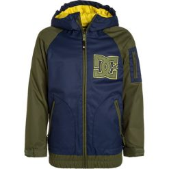 DC Shoes TROOP YOUTH Kurtka zimowa insignia blue. Czarne kurtki chłopięce zimowe marki DC Shoes, z bawełny. W wyprzedaży za 471,20 zł.