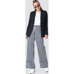 NA-KD Spodnie w paski z wysokim stanem - Multicolor. Szare spodnie z wysokim stanem NA-KD, w paski, z tkaniny. Za 161,95 zł.