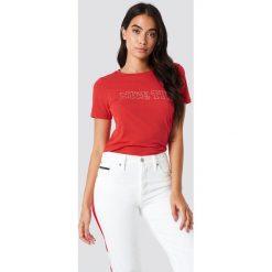 Glamorous T-shirt Nice Try - Red. Różowe t-shirty damskie marki Glamorous, z nadrukiem, z asymetrycznym kołnierzem, asymetryczne. W wyprzedaży za 70,67 zł.